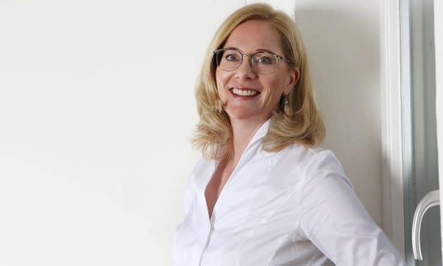 Petra Scherer, die Vertriebsexpertin über das Arbeiten in und mit Technologieunternehmen, einfach mal zu machen und das Potenzial das Frauen haben